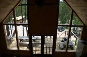 Raft One bunkhouse: View to the outside through the glass front.